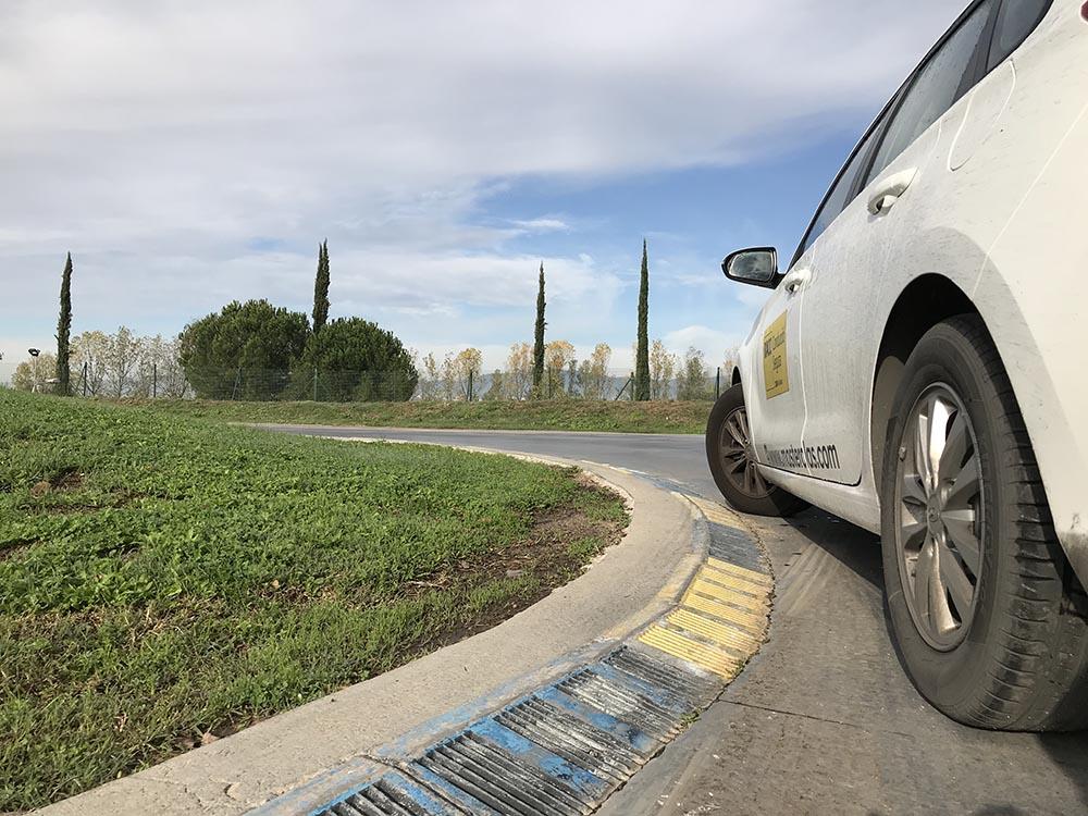 curva con vehículo del RACC